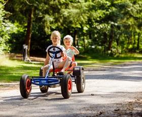 RCN-vakantiepark-het-Grote-Bos-kinderen-op-skelter (2)