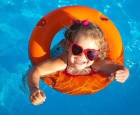 RCN-vakantieparken-meisje-in-zwemband